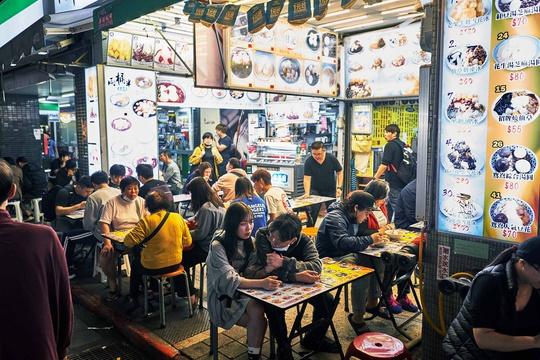Chợ đêm Đài Loan tấp nập dù vắng bóng khách quốc tế - Ảnh 3.