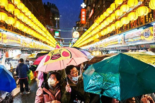 Chợ đêm Đài Loan tấp nập dù vắng bóng khách quốc tế - Ảnh 5.