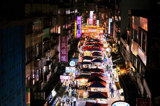 Chợ đêm Đài Loan tấp nập dù vắng bóng khách quốc tế - Ảnh 6.
