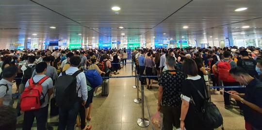 Giảm ùn tắc ở sân bay Tân Sơn Nhất - Ảnh 1.