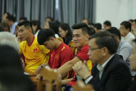 Các đội tuyển bóng đá Quốc gia Việt Nam có nhà tài trợ vận chuyển đường không - Ảnh 6.