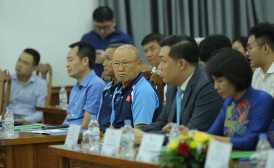 Các đội tuyển bóng đá Quốc gia Việt Nam có nhà tài trợ vận chuyển đường không - Ảnh 5.