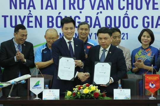 Các đội tuyển bóng đá Quốc gia Việt Nam có nhà tài trợ vận chuyển đường không - Ảnh 7.