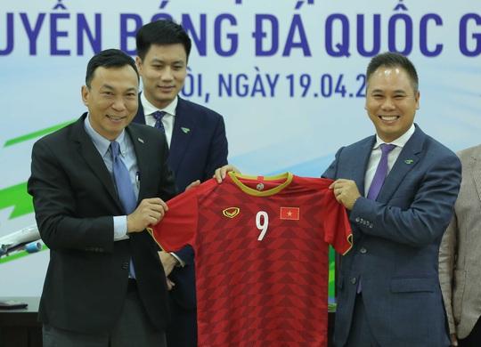 Các đội tuyển bóng đá Quốc gia Việt Nam có nhà tài trợ vận chuyển đường không - Ảnh 8.