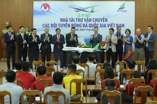 Các đội tuyển bóng đá Quốc gia Việt Nam có nhà tài trợ vận chuyển đường không - Ảnh 9.