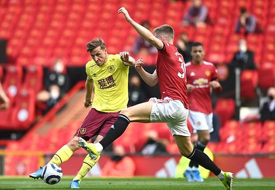 Vùi dập Burnley, Man United mơ soán ngôi Ngoại hạng của Man City - Ảnh 1.