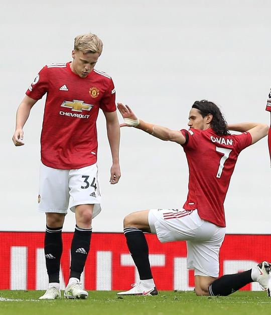 Vùi dập Burnley, Man United mơ soán ngôi Ngoại hạng của Man City - Ảnh 6.