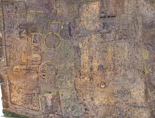 Xây nhà, lọt vào mê cung 1.900 tuổi là kho báu có 1 không 2 trên thế giới - Ảnh 1.