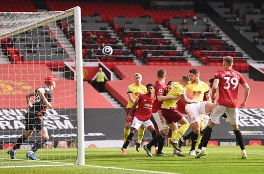 Vùi dập Burnley, Man United mơ soán ngôi Ngoại hạng của Man City - Ảnh 4.