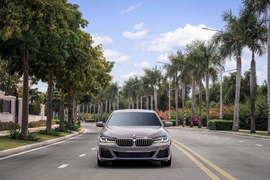 BMW 5 Series mới chính thức ra mắt tại Việt Nam - Ảnh 1.