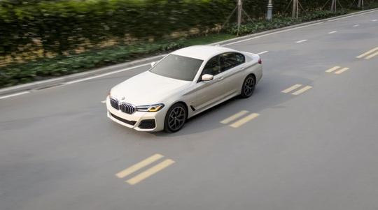 BMW 5 Series mới chính thức ra mắt tại Việt Nam - Ảnh 2.