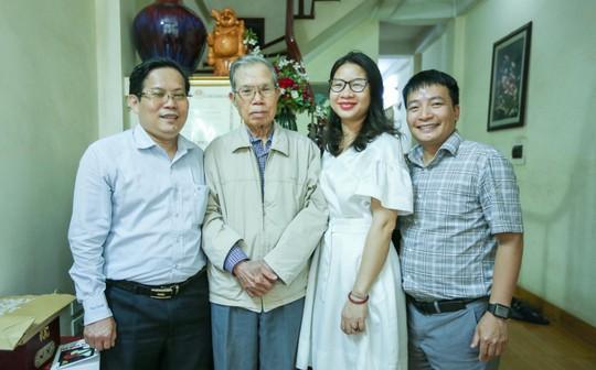 Mai Vàng nhân ái thăm nhà văn Ma Văn Kháng, Nguyễn Khắc Trường và thắp hương tưởng nhớ nhà văn Nguyễn Huy Thiệp - Ảnh 3.