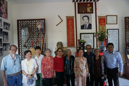 Nghệ sĩ TP HCM về nguồn, nhớ ơn soạn giả Trần Hữu Trang - Ảnh 4.
