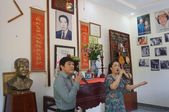 Nghệ sĩ TP HCM về nguồn, nhớ ơn soạn giả Trần Hữu Trang - Ảnh 3.