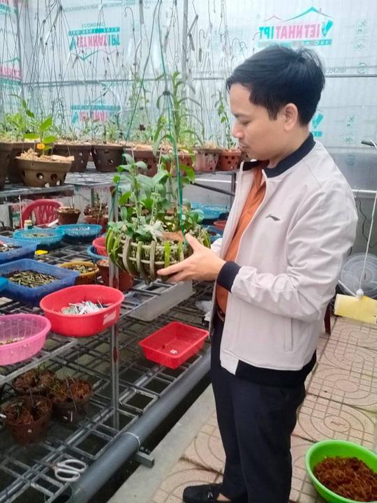 Ông chủ vườn lan 7X Mạnh Hùng chia sẻ kinh nghiệm trồng hoa lan - Ảnh 3.