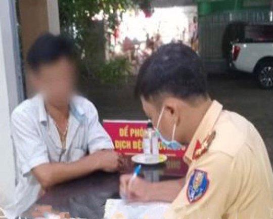 Tài xế ô tô khách liều lĩnh chạy ngược chiều ở con đường đông nhất Biên Hòa - Ảnh 3.