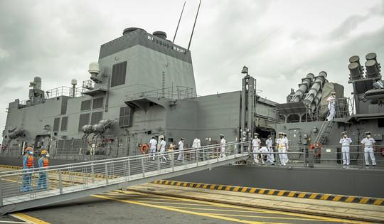Tàu hộ vệ Akebono thuộc Lực lượng Tự vệ trên biển Nhật Bản thăm TP Hải Phòng - Ảnh 1.