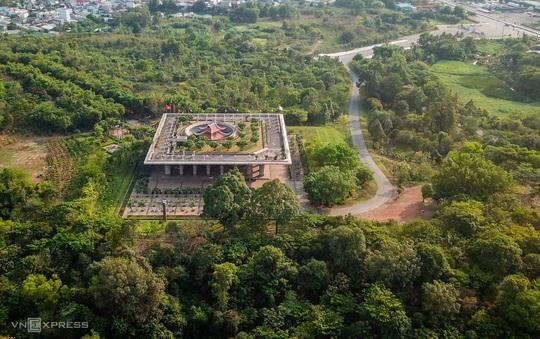 Khám phá 3 ngôi đền thờ vua Hùng ở TP HCM - Ảnh 2.