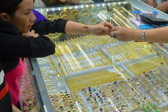 Giá vàng hôm nay 21-4: Vàng SJC tiến sát 56 triệu đồng/lượng - Ảnh 2.