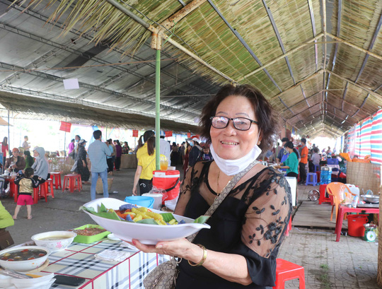 """Đặc sắc bánh """"phu thê"""" thể hiện chủ quyền biển đảo Việt Nam - Ảnh 13."""