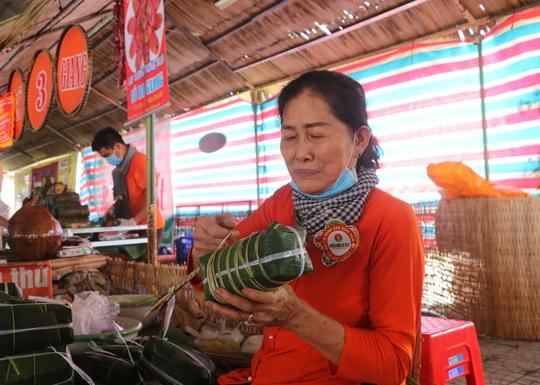 """Đặc sắc bánh """"phu thê"""" thể hiện chủ quyền biển đảo Việt Nam - Ảnh 8."""
