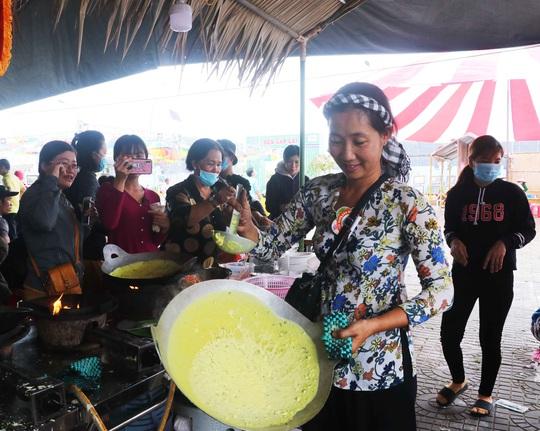 """Đặc sắc bánh """"phu thê"""" thể hiện chủ quyền biển đảo Việt Nam - Ảnh 9."""