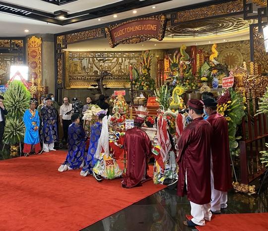 Bí thư Nguyễn Văn Nên dâng hương tại Đền Tưởng niệm các Vua Hùng - Ảnh 11.