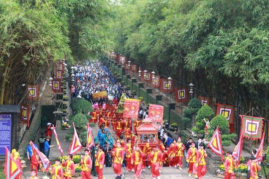 Bí thư Nguyễn Văn Nên dâng hương tại Đền Tưởng niệm các Vua Hùng - Ảnh 8.