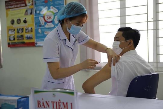 Bộ Y tế hướng dẫn dấu hiệu sớm của hiện tượng đông máu sau tiêm vắc-xin Covid-19 - Ảnh 1.