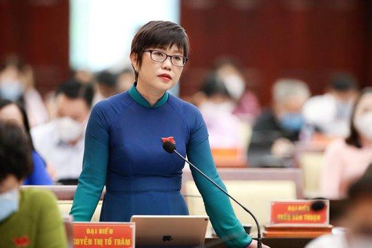Trưởng Ban Chính trị - Xã hội Báo Người Lao Động nhận Huy hiệu TP HCM - Ảnh 1.