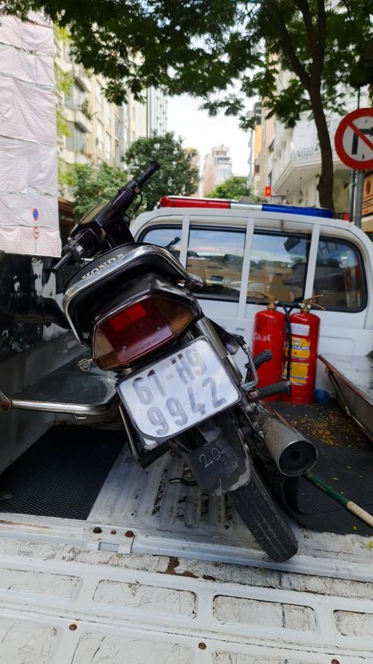 CSGT TP HCM bắt nóng 2 tên cướp tuổi vị thành niên manh động, nghiện ma tuý - Ảnh 4.