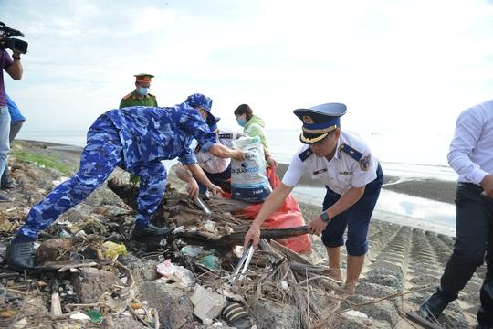 Cảnh sát biển tổ chức nhiều hoạt động ở Tiền Giang - Ảnh 8.