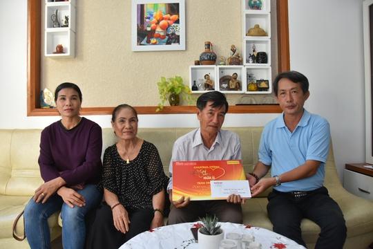 Mai Vàng nhân ái thăm nhà văn, nhà nghiên cứu Phan Chính - Ảnh 1.