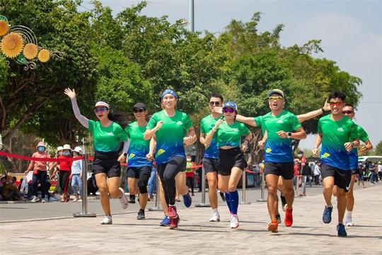 Hoành tráng giải chạy BaDen Mountain Marathon 2021 ở núi Bà Đen - Ảnh 1.