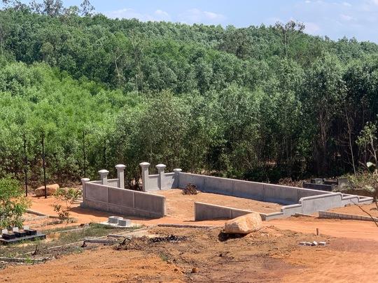"""""""Xẻ thịt"""" 1,4ha rừng xây mộ trái phép cho thân nhân """"đại gia"""" - Ảnh 2."""
