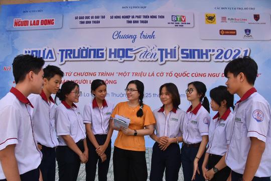 Đưa trường học đến thí sinh Bình Thuận: Tâm lý học có phải là ngành khua môi múa mép? - Ảnh 1.