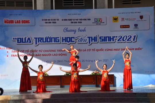 Đưa trường học đến thí sinh Bình Thuận: Tâm lý học có phải là ngành khua môi múa mép? - Ảnh 5.