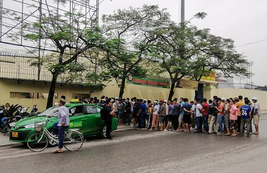 Sốt vé tại Thanh Hóa trước trận làm khách của thầy trò HLV Kiatisuk - Ảnh 3.