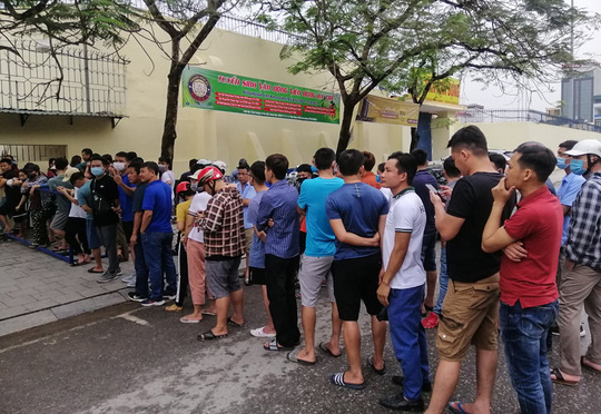 Sốt vé tại Thanh Hóa trước trận làm khách của thầy trò HLV Kiatisuk - Ảnh 6.