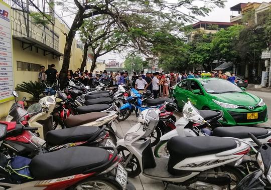 Sốt vé tại Thanh Hóa trước trận làm khách của thầy trò HLV Kiatisuk - Ảnh 1.