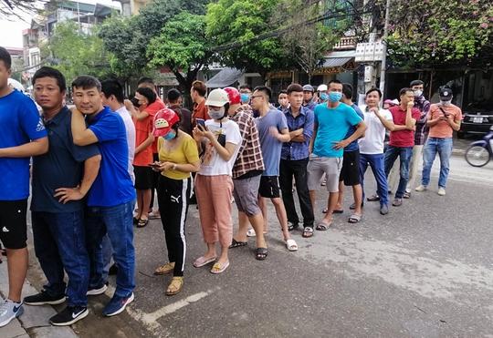 Sốt vé tại Thanh Hóa trước trận làm khách của thầy trò HLV Kiatisuk - Ảnh 5.