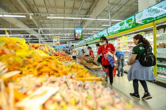 CLIP: Nhiều người dân Hà Nội quên khẩu trang phòng chống dịch Covid-19 - Ảnh 11.