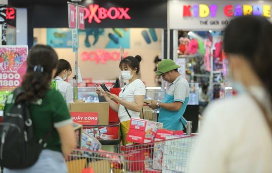 CLIP: Nhiều người dân Hà Nội quên khẩu trang phòng chống dịch Covid-19 - Ảnh 9.