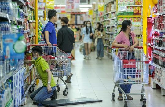 CLIP: Nhiều người dân Hà Nội quên khẩu trang phòng chống dịch Covid-19 - Ảnh 13.