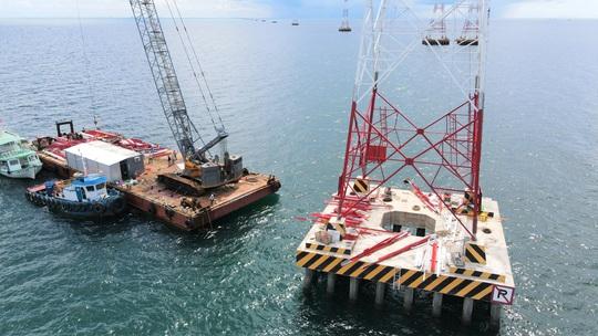 Dốc sức hoàn thành đường dây 220kV Kiên Bình - Phú Quốc - Ảnh 1.