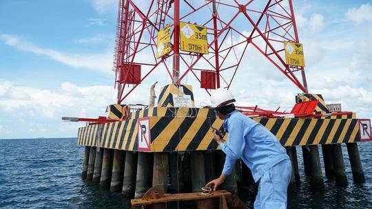 Dốc sức hoàn thành đường dây 220kV Kiên Bình - Phú Quốc - Ảnh 4.