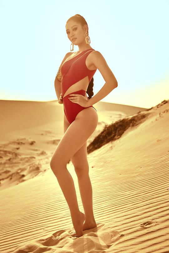 Hoa hậu Khánh Vân khoe hình ảnh nóng bỏng trên đồi cát - Ảnh 9.