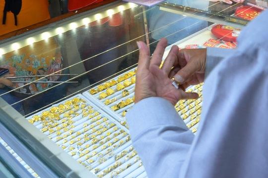 Giá vàng hôm nay 27-4: Bật tăng trở lại, USD bị bán tháo - Ảnh 2.