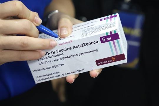 Bộ Y tế đề nghị thực hiện xã hội hóa việc tiêm vắc-xin Covid-19 - Ảnh 1.