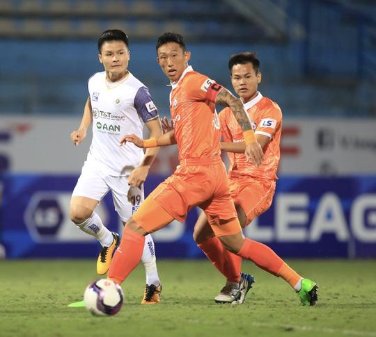 Hà Nội FC thất bại trước T.Bình Định ngay trên sân nhà Hàng Đẫy - Ảnh 3.